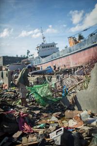 Supertaifuunista on kulunut kuukausi, eikä pahimmilla tuhoalueilla jälleenrakennus ole alkanut vielä lainkaan. Täällä kaikesta paljastuu, että taifuunin tuhoista kaikkein eniten kärsivät köyhät. Kuva: Ville Asikainen
