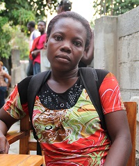 Nadège Michel, 31, opiskelee Renafanmin ammattikoulussa ensi kertaa itselleen ammattia. Hän on putkityön linjalla. Hänellä on kaksi laista 12 vuotias poika ja 1,5 vuotias tytär. Nadège ei ole koskaan ollut töissä eikä hänellä ole ollut aikaisemmin ammattia. Kuva: Marjut Tervola