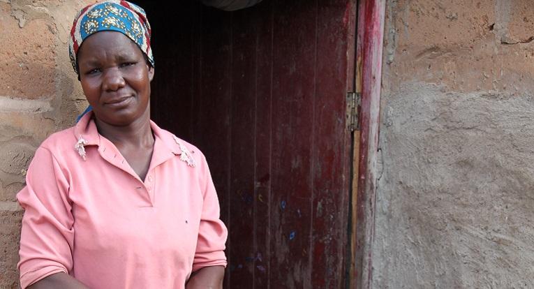 Delfina Nhambirre on yksi slummin hiv-positiivista, joilla on nyt tuloja ja elämänhalua. Kuva: Hilkka Hyrkkö