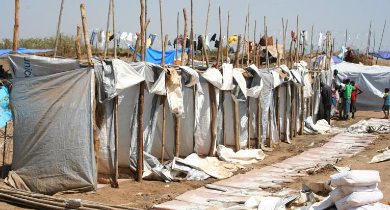 Yhtä väliaikaista käymälää käyttää viisikymmentä ihmistä YK:n leirillä Etelä-Sudanissa. Kuva: Oskari Rantala