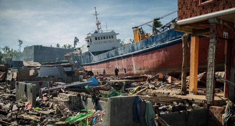 Tuhoisa näkymä avautuu Taclobanin kaupungin keskustassa. Kuva: Ville Asikainen