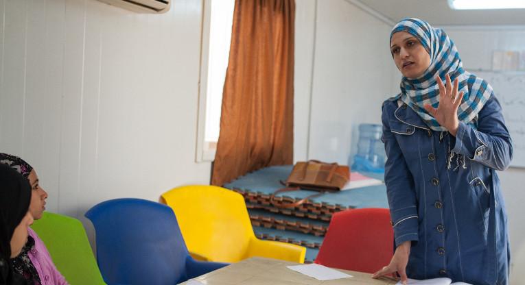 Opettaja Nisreen Al-Monsour.