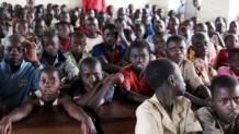 Ugandan pakolaisleirillä innokkaat oppilaat