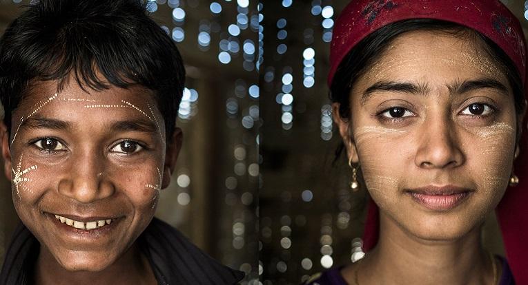 Adulami (vas.), 12, on oppinut myanmaria ja englantia. Opettaja Ma Shwe Shwe Naing (oik.).