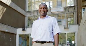 """Kenneth Hachizibe on työskennellyt opettajana 16 vuotta. """"Saan motivaationi siitä, että kun oppilaat lähtevät, he muistavat minut."""""""