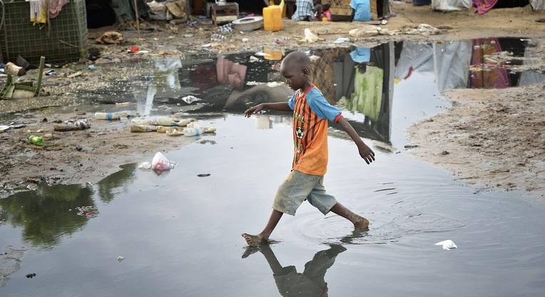 YK:n pakolaisleirillä Etelä-Sudanin Jubassa asuu yli 20 000 nuer-heimoon kuuluvaa pakolaista.