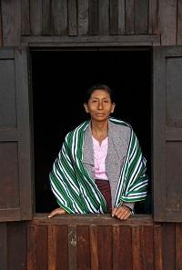 """""""Viljelystä saatavat tulot eivät riitä elämiseen monellakaan kylän perheellä"""", toteaa Pi Hun kylän kyläkomiteaan kuuluva Daw Khin Nwe Mu."""
