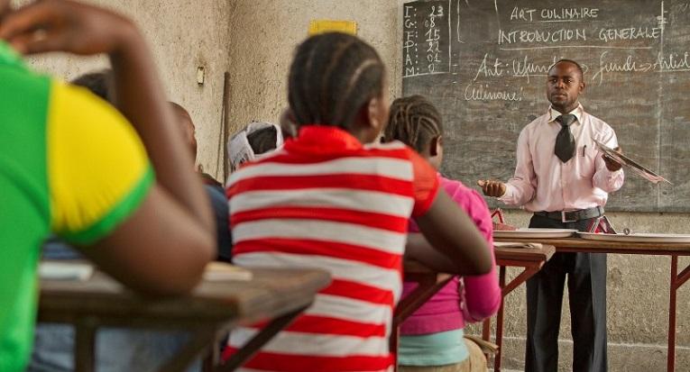 Yksi Kirkon Ulkomaanavun työn painopistealueista on koulutus. Kongossa entiset lapsisotilaat saavat ammattikoulutusta eri ammatteihin. Kuva: Ville Asikainen