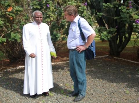 Eldoretin piispa Cornelius Korir aloitti rauhan työn Turkanassa ja Pokotissa viime vuoden joulukuussa. Ulkoministeriön neuvonantaja Kimmo Kiljunen on pohtinut sodan ja rauhan kysymyksiä eri puolilla maailmaa.