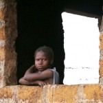Liberia lapsi ikkunassa