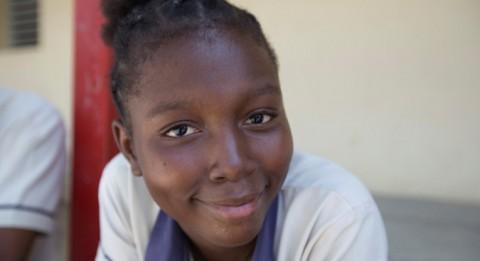 Succés Rose Vasthie on luokkansa ainoa tyttö Myrdudin koulun yhdeksännellä luokalla Haitin Léogânessa.