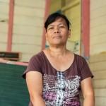 """Brenda Dizon toimii opettajana Barnagay Salvacionilla, Jinamocin saarella Filippiineillä. Hänen koulunsa vaurioitui pahoin Hayanin hirmumyrskyssä. """"Lapset kyselevät, milloin koulu taas alkaa"""", hän kertoi Ulla Kärjelle joulukuussa 2013. Kuva: Ville Asikainen"""