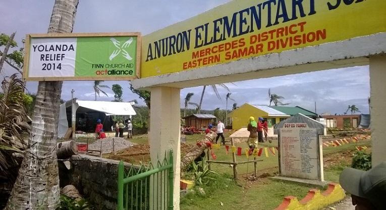 Koulujen rakentaminen Filippiineillä laajeni lopulta 26 eri kylään. Kuvassa Anuronin koulun rakennustöiden alkuvaihe. Kuva: Pasi Aaltonen