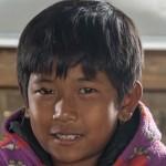 """""""En ole koskaan aiemmin saanut mitään koulutarvikkeita koulusta"""", kertoo Kyaw Naign Soe. Kuva: Ville Asikainen"""