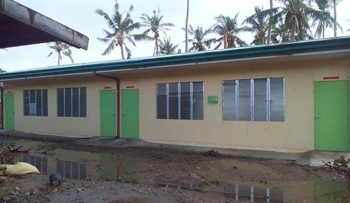 Kirkon Ulkomaanavun koulurakennus Salvacion säilyi myrskystä vahingoittumattomana.