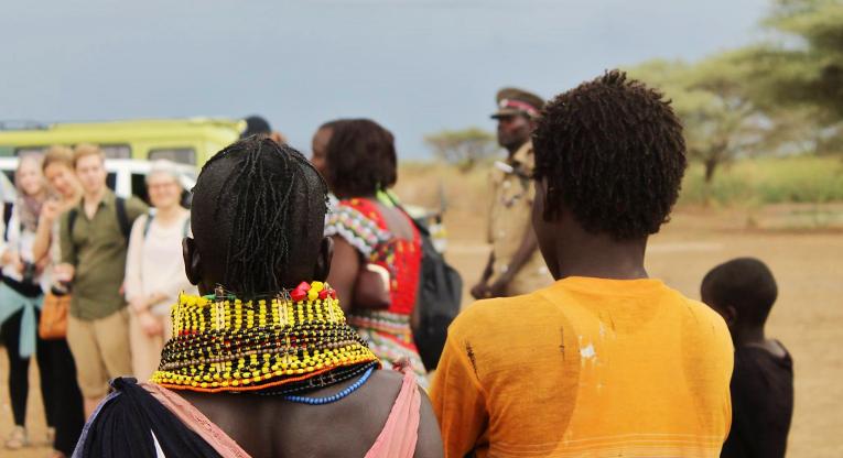 Akatemialaiset tutustuivat Kirkon Ulkomaanavun tukemaan Turkana Pastoralist Development Organizationin (TUPADO) projektiin, joka tukee heimojen naisia perinteisten toimeentulolähteiden käytössä.
