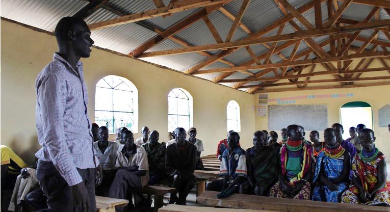 Kaptirin kylässä turkanat ovat kokoontuneet keskustelemaan karjaryöstöjen seurauksista. Kenttätyöntekijä Charles Apondu tekee yhteistyötä molempien heimojen kanssa konfliktien lopettamiseksi ja ennaltaehkäisemiseksi.