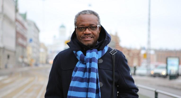 EDUCA-messuilla 23. tammikuuta vieraileva Edem Adubra opiskeli itse aikanaan Togossa äidinkielensä ewen sijaan ranskaksi, koska muuta koulutusta ei ollut tarjolla, eikä ole edelleenkään. Kuva: Inka Hopsu