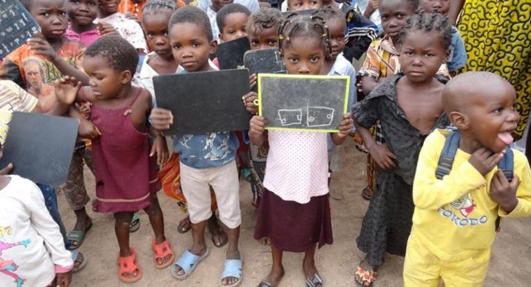 Keski-Afrikan tasavallan kouluvuosi 2014-2015 alkoi 17. marraskuuta. Kuva: Sanna Kaskeala