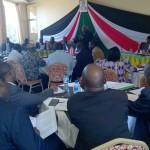 Pokot- ja turkana-heimojen väliseen historialliseen rauhankokoukseen osallistuivat kaikki merkittävät poliittiset johtajat molemmista heimoista. Mukana olivat senaattorit, kuvernöörit, kansanedustajat, paikallispoliitikot ja virkamiehet. Myös moni kenialainen tiedotusväline seurasi kokousta. Kuva: Ruth Wamugi.