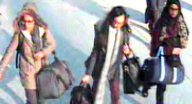 Kadiza, Amira ja Shamima Lontoon poliisin valvontakamerakuvassa. Terroristijärjestön värvärit tarjoavat nuorille kipeästi kaivattua huomiota, yhteenkuuluvuuden tunnetta, uskoa tulevaisuuteen ja rahaa. Kuva: London Metropolitan Police/EPA