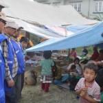 Kirkon Ulkomaanavun kumppani Luterilainen maailmanliitto on jakanut muun muassa ruokaa maanjäristyksessä kotinsa menettäneille perheille Kathmandussa. Kuva: LML Nepal.