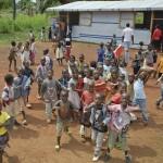 Kriisin keskellä kamppailevaan Keski-Afrikan tasavaltaan on korjattu Kirkon Ulkomaanavun tuella kouluja lähes 30 000 lapselle runsaan vuoden sisällä. Kuva: Catianne Tijerina