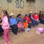 Ryhmähaastattelu Perun maaseudulla. Kuva: OOna Timonen.