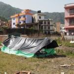 Tässä teltassa työntekijämme Lila nukkui perheineen heti maanjäristyksen jälkeen.