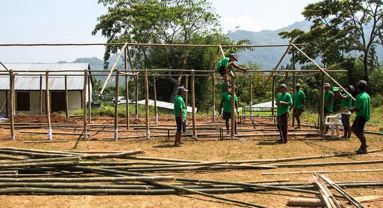 Kirkon Ulkomaanapu pystyttää Nepaliin koulusektorin hätäapuna Kathmanduun 68, Bhaktapuriin 65 ja Lalitpuriin 100 väliaikaista koulutilaa. Kuva: Antti Helin.