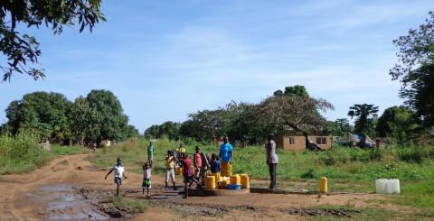 Etelä-Sudanissakin konfliktista kärsivät erityisesti lapset. Mundrin aluella syrjäisellä maaseudulla on onneksi ollut viime aikoina rauhallisempaa. Kuva: Lea Hopkins.