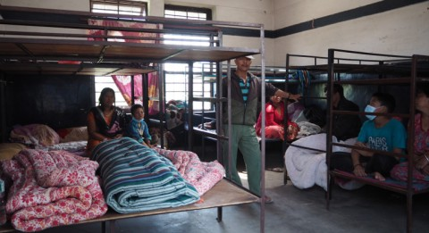 Ulkomaanavun kumppanin UCEP:n asuntola tarjoaa väliaikaisen majoituksen 75 ihmiselle. Yhteen huoneeseen majoittuu kolme perhettä eli noin 20 ihmistä. Kuva: Johanna Tervo.