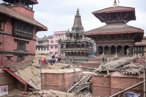 Nepal Antti Helin. Sortunut temppeli Kathmandussa.