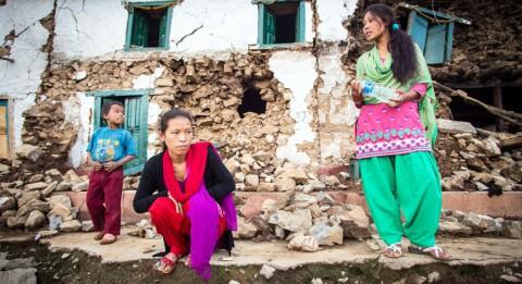 Saraswon ja Sharmila Moktan tekevät kotikylässään Bhattendandassa töitä osuuskunnalle, joka toimii yhteistyössä Naisten Pankin kanssa.
