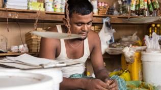 Aasia: pakolaisleirin kauppias Myanmarissa
