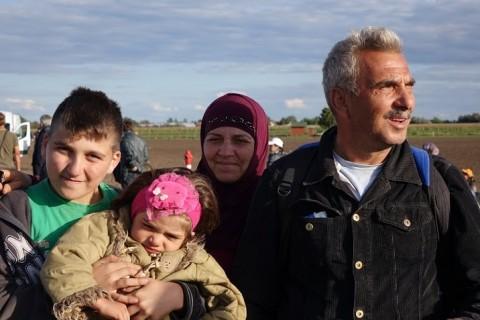 Ahmed Shaiah on ottanut mukana vain kolme nuorinta lastaan. Toiveissa on päästä Ruotsiin, jossa asuu sukulaisia.