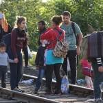 Ihmisiä Unkarin rajalla syyskuussa 2015.