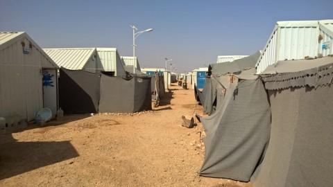 Azraqin pakolaisleirillä asutaan aaltopellistä rakennetuissa majoissa.