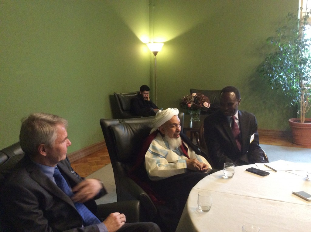 Foreign Minister's Special Representative Pekka Haavisto, the world's leading Islamic scholar Shaykh Abdullah bin Mahfudh ibn Bayyah and outdoor destination, assistance for peace network of expert Mohamed Elsanousi a press conference in National Dialogues conference on Monday.