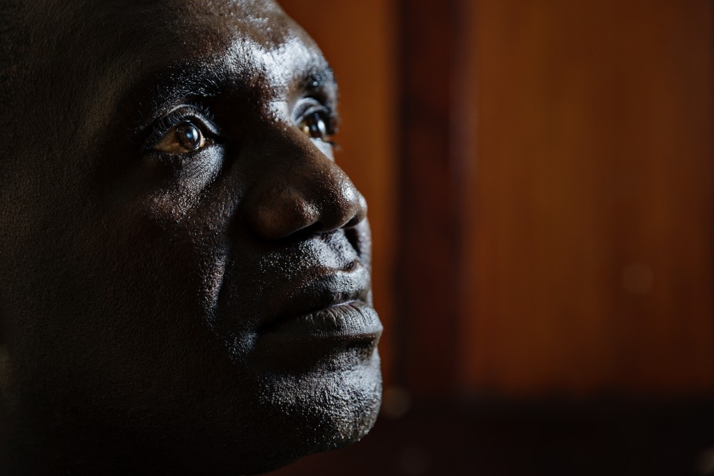 """""""Olemme suomalaisille kiitollisia Etelä-Sudanin rakentamiseen saamastamme avusta. Tarvitsemme kansainvälistä osaamista ja näkemystä, jotta rauhantyömme ei muutu liian sisäänpäin kääntyneeksi"""", sanoo eteläsudanilainen pastori ja rauhanaktiivi James Oyet Latansio. Kuva: Ville Palonen"""