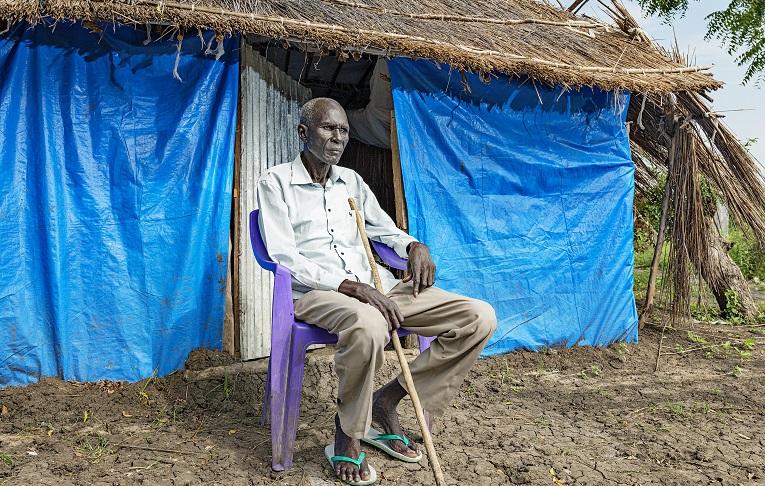 Kun Joihn Kiziwoz palasi evakkomatkalta kotiin, maja oli tuhottu ja omaisuus varastettu, Hän nukkui ensimmäiset yönsä itse aikoinaan istuttamansa voipuun alla.