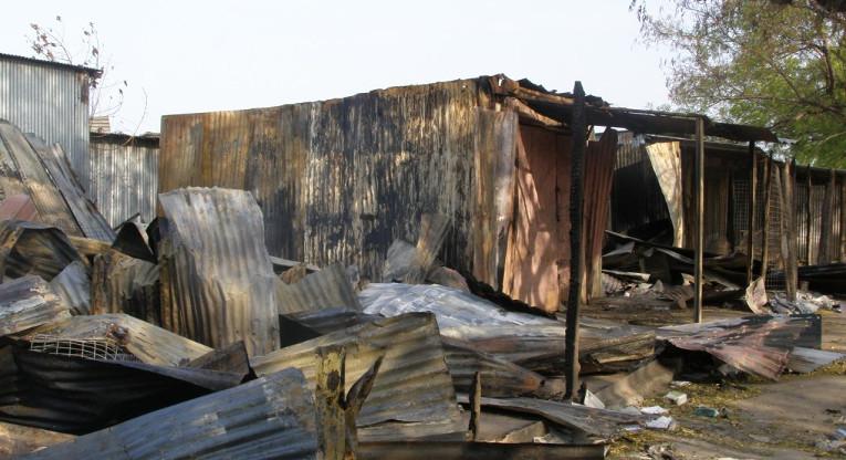 Piborin väkivaltaisuukissa poltettu markkinapaikka maaliskuun alussa 2016.