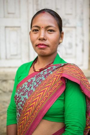 Bimala Tamang tahtoo politiikkaan. Hän tienaa enemmän kuin miehensä. Kuva: Ville Asikainen.