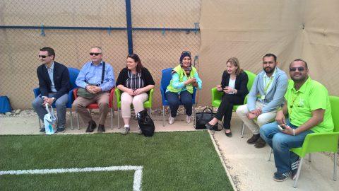 Ministeri Mäntylä seurasi jalkapallo-ottelua Kirkon Ulkomaanavun jalkapallokentällä Za'atrissa