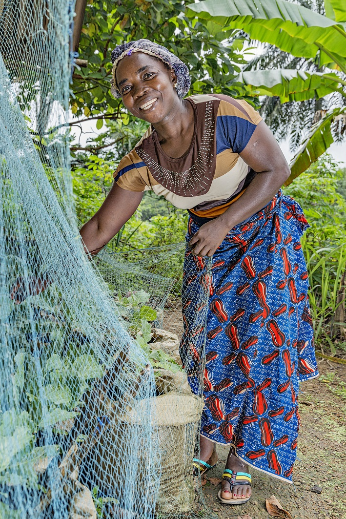 """""""Oppimani uuden viljelytekniikan ansiosta voin nyt viljellä ympäri vuoden."""" Fatu Cooper, 39, Glozon, Liberia. Naisten Pankin tukema toimeentulohanke"""