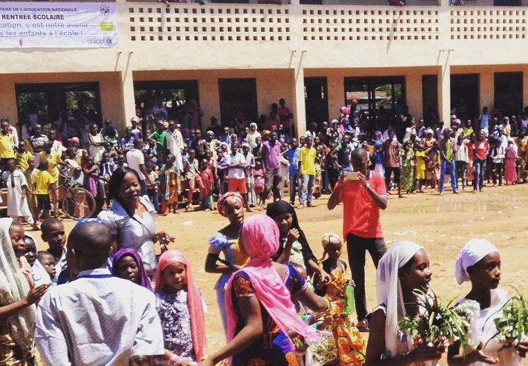 Ulkomaanavun kunnostaman Gbaya Doumbian koulun avajaisia vietettiin perjantaina Banguissa, Keski-Afrikan tasavallan pääkaupungissa. Kuva: Edla Puoskari.
