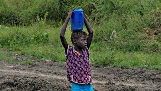 lapsille-ja-naisille-jaettiin-ruokaa-etela-sudanissa