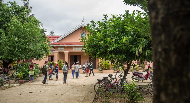 Wattamimin yläkoulun päärakennus Kambodzassa.