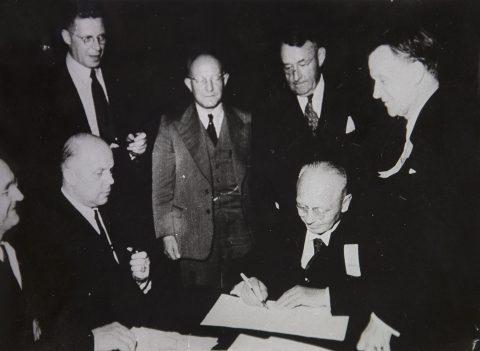 LML:n perustamisasiakirjojen allekirjoitustilaisuus. Lund 1947.