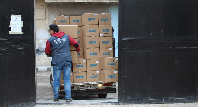 Ruokapaketteja pakataan Damaskoksessa.